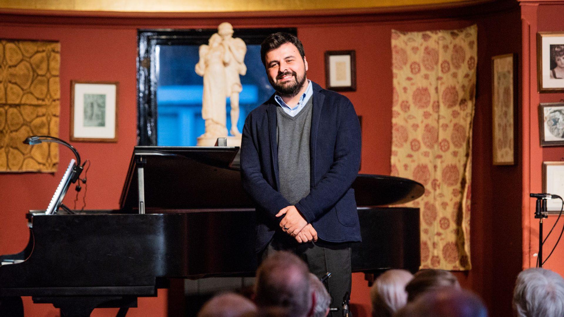 Matteo Lippi performs 'Forse la soglia attinse'