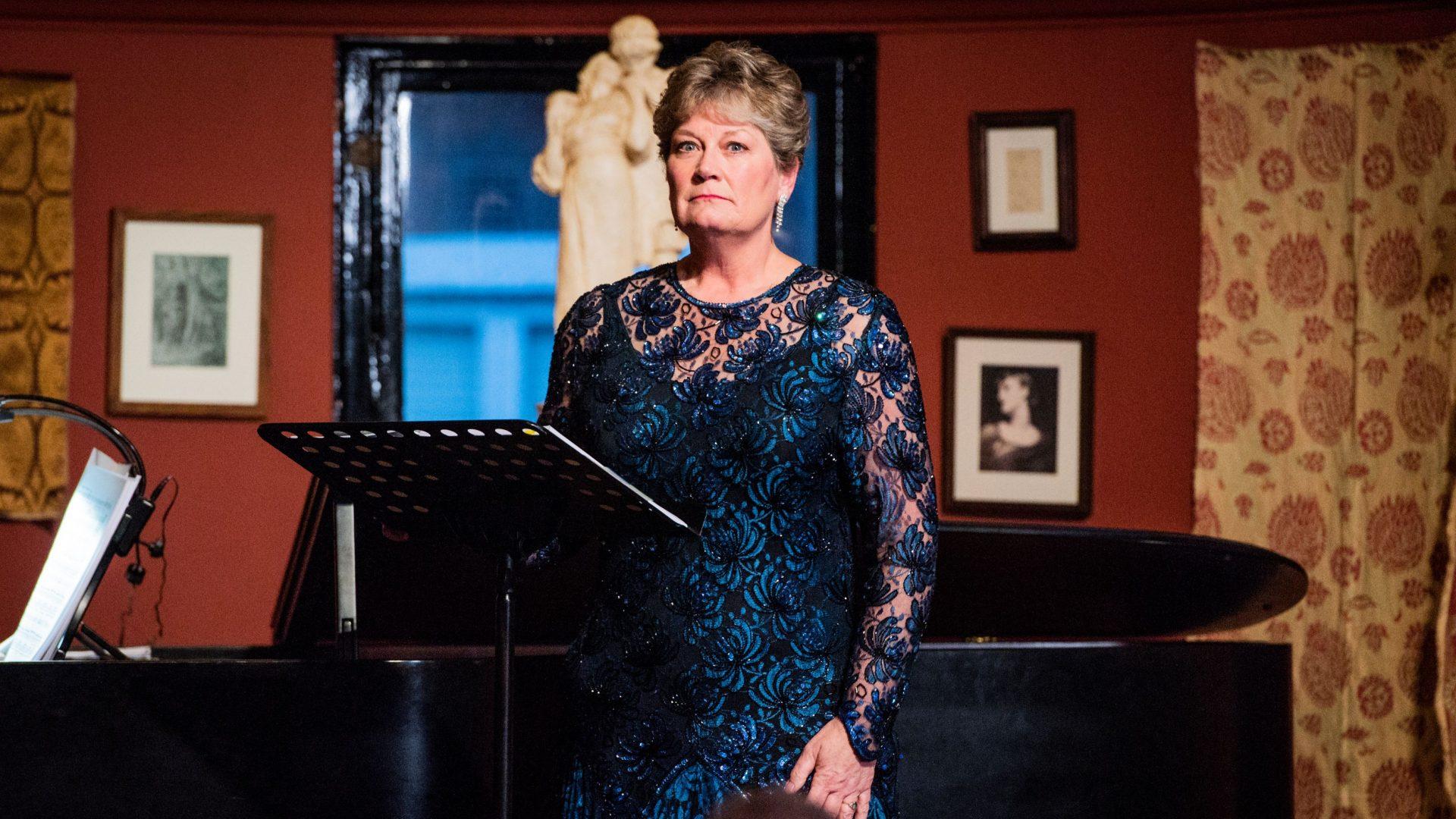 Yvonne Howard sings 'Esser madre è un inferno' from Cilea's L'arlesiana