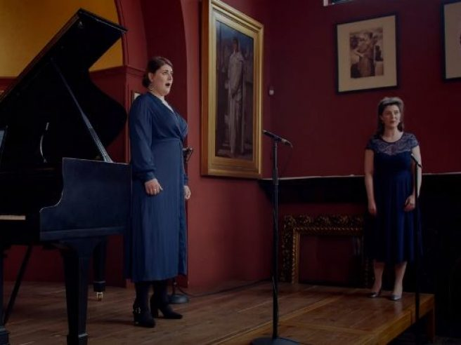 Sian Dicker and Charlotte Bowden sing 'Canzonetta Sull'aria' from The Marriage of Figaro