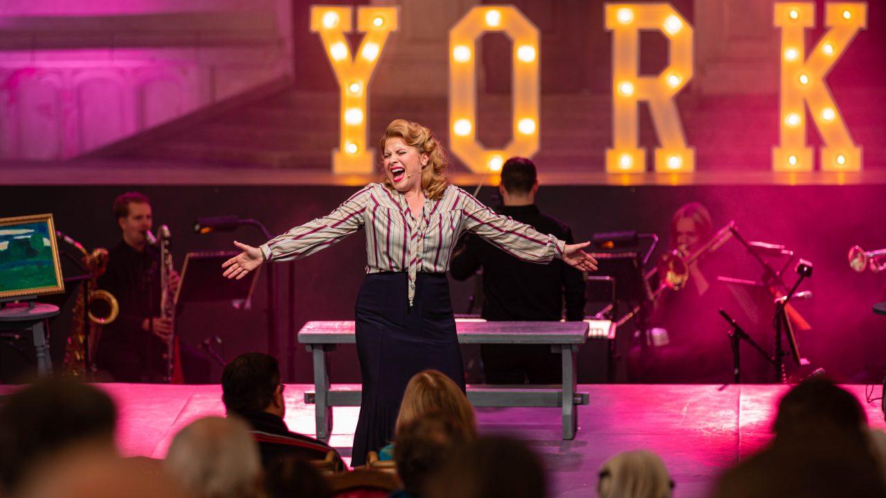 Louise Dearman as Ruth in Wonderful Town, 2021 © Danny Kaan