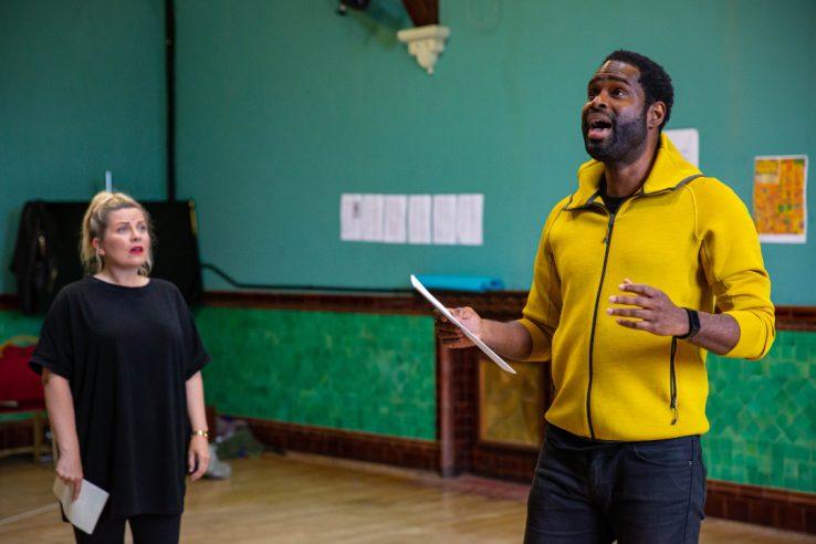 Louise Dearman as Ruth and Ako Mitchell as Bob Baker in Wonderful Town, 2021 © Danny Kaan