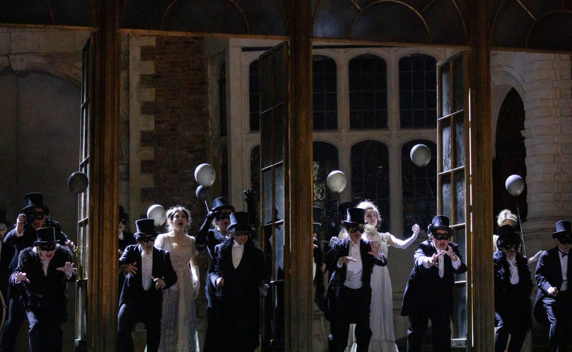 Members of the Opera Holland Park Chorus in La Traviata, 2021 © Ali Wright