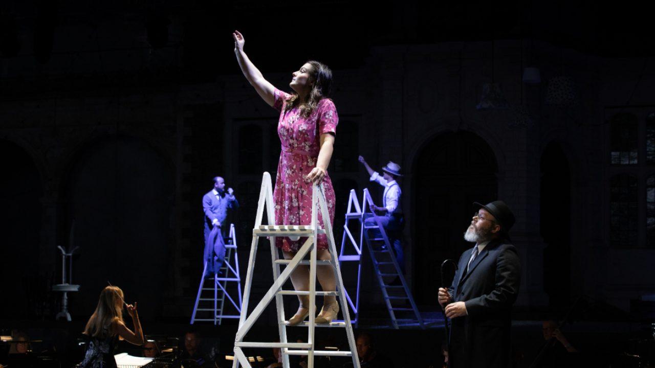 Katie Bird as Suzel and Paul Carey Jones as David in L'amico Fritz, 2021 © Ali Wright