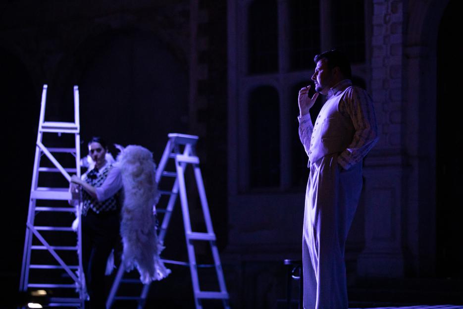 Matteo Lippi as Fritz Kobus and Kezia Bienek as Beppe in L'amico Fritz, 2021 © Ali Wright