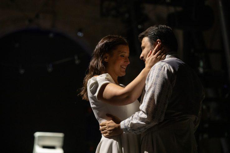 Katie Bird as Suzel and Matteo Lippi as Fritz Kobus in L'amico Fritz, 2021 © Ali Wright