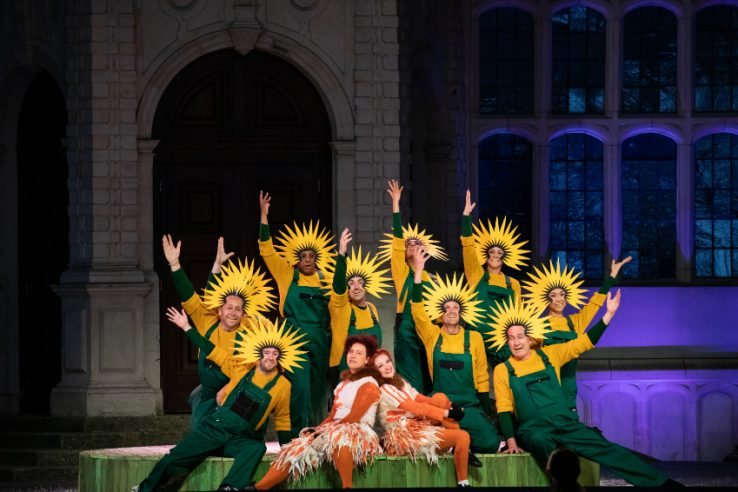 Julia Sporsén as The Fox and Jennifer France as The Vixen with members of the Opera Holland Park Chorus in The Cunning Little Vixen at Opera Holland Park, 2021 © Ali Wright