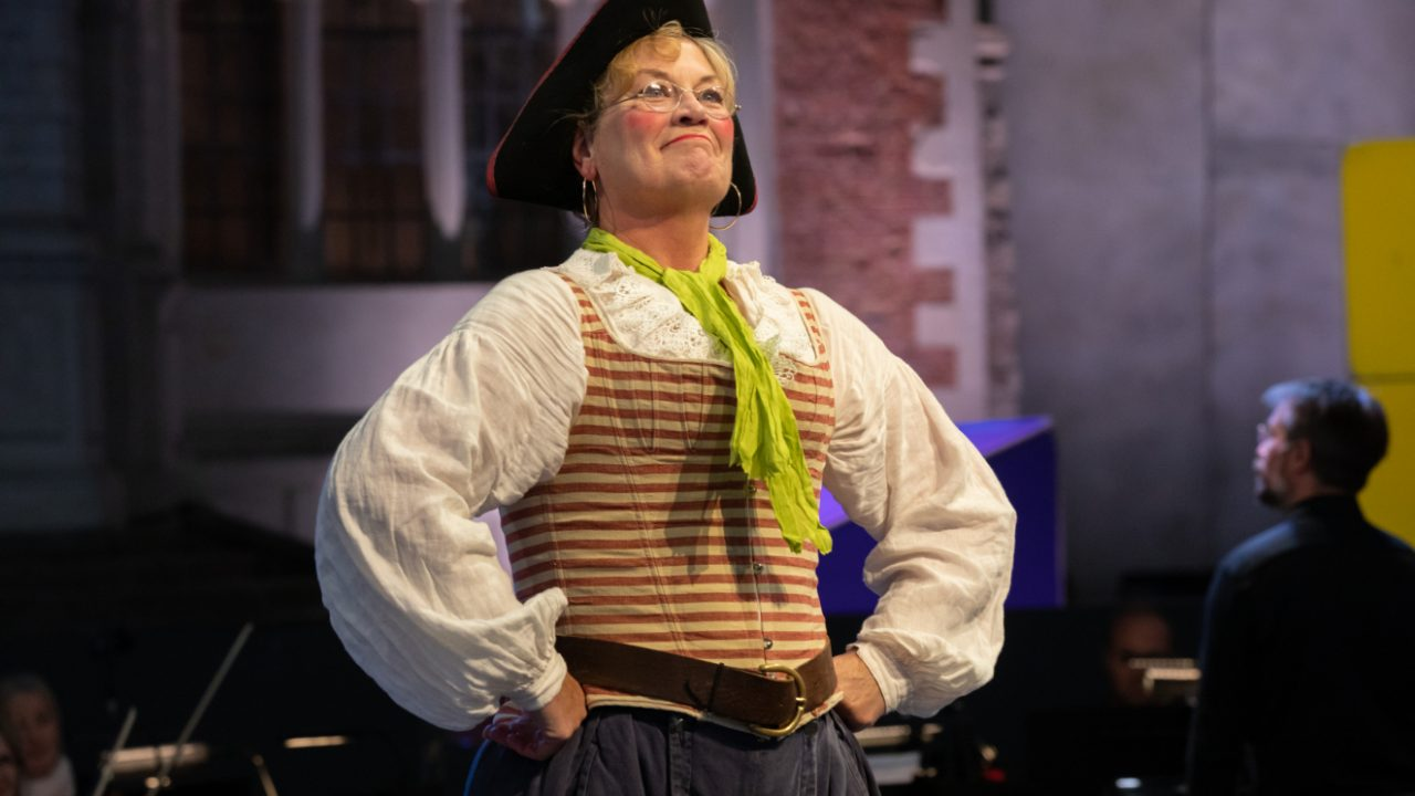 Yvonne Howard as Ruth in The Pirates of Penzance at Opera Holland Park, 2021 © Ali Wright